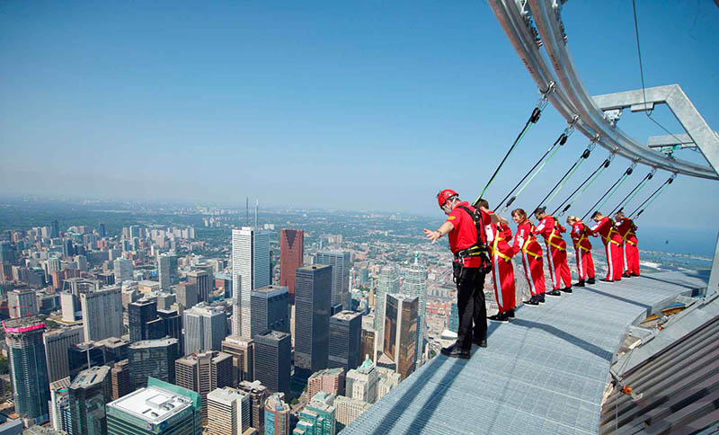 4._cn_tower_edge_walking